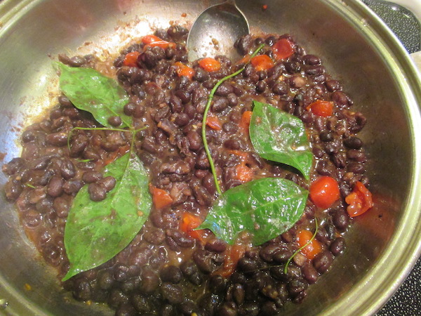 <i>Mansoa hymen&aelig;a.</i> used to flavor black beans & tomatoes